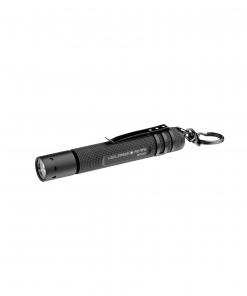 LEDLENSER P2 ručna svjetiljka. Ima jačinu svjetlosti od 16 lumena, duga je 102 mm, a teška samo 36 gr.